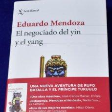 Libros de segunda mano: EL NEGOCIADO DEL YIN Y EL YANG. EDUARDO MENDOZA.. Lote 194520572