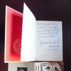 Libros de segunda mano: GRITO LIBERTAD: NOVELA FIRMADA A MANO POR EL DIRECTOR DE PERROS CALLEJEROS JOSÉ ANTONIO DE LA LOMA. Lote 194737190