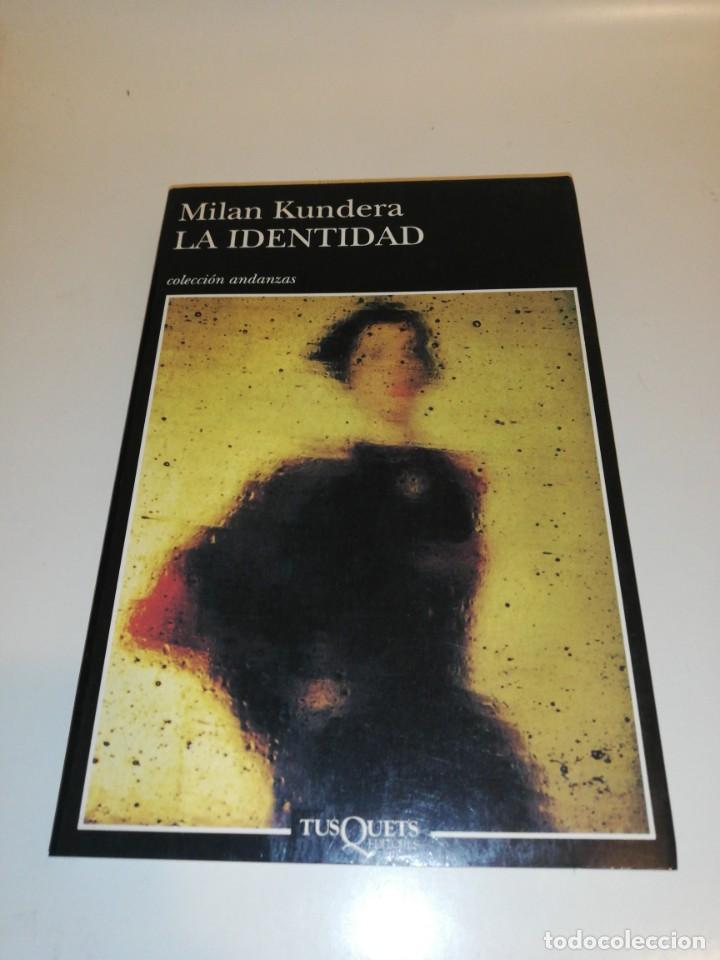 MILAN KUNDERA, LA IDENTIDAD (Libros de Segunda Mano (posteriores a 1936) - Literatura - Narrativa - Otros)