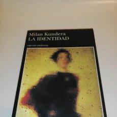 Libros de segunda mano: MILAN KUNDERA, LA IDENTIDAD. Lote 194906170