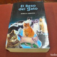 Libros de segunda mano: EL BESO DEL GATO - ÁFRICA ARROYO - NO62. Lote 194949086