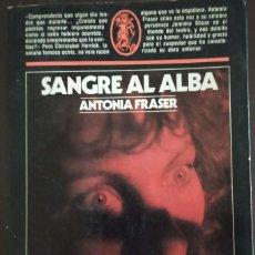 Libros de segunda mano: SANGRE AL ALBA - ANTONIA FRASER. Lote 195035358