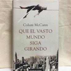 Libros de segunda mano: QUE EL VASTO MUNDO SIGA GIRANDO (COLUM MCCANN) - DESCATALOGADO. Lote 195153807