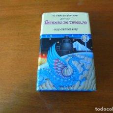 Libros de segunda mano: EL LIBRO DE FIONAVAR, LIBRO TRES: SENDERO DE TINIEBLAS (GUY GAVRIEL KAY). Lote 195344760