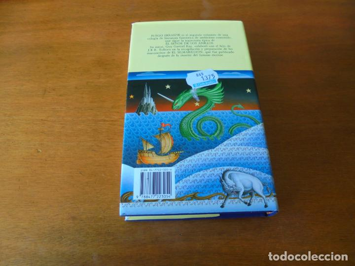 Libros de segunda mano: EL LIBRO DE FIONAVAR, LIBRO DOS: FUEGO ERRANTE (GUY GAVRIEL KAY) - Foto 3 - 195344945