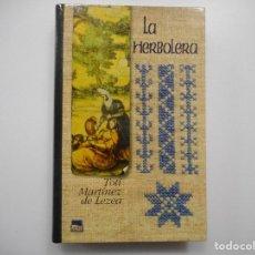 Libros de segunda mano: TOTI MARTÍNEZ DE LEZEA LA HERBOLERA Y99008T. Lote 195471096