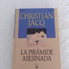 Libros de segunda mano: LA PIRÁMIDE ASESINADA. CHRISTIAN JACQ. PRIMER VOLUMEN DE LA TRILOGÍA EL JUEZ DE EGIPTO. LIBRO. Lote 195501836