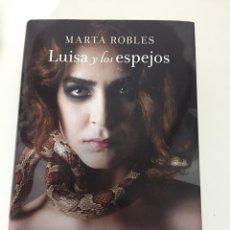 Libros de segunda mano: LUISA Y LOS ESPEJOS (PREMIO FERNANDO LARA DE NOVELA 2013) , MARTA ROBLES. Lote 198857285