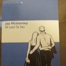 Libros de segunda mano: AL CAER LA LUZ, JAY MCINERNEY, LIBROS DEL ASTEROIDE. Lote 199698381