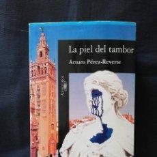 Libros de segunda mano: LA PIEL DEL TAMBOR - ARTURO PÉREZ REVERTE. Lote 206480377