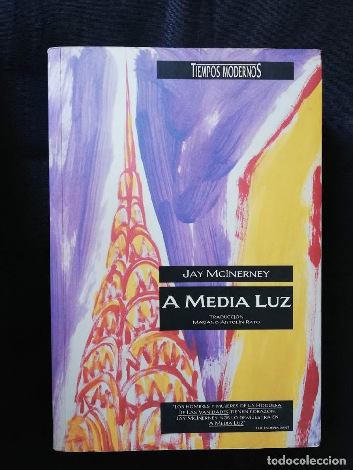 A MEDIA LUZ - JAY MCINERNEY (Libros de Segunda Mano (posteriores a 1936) - Literatura - Narrativa - Otros)