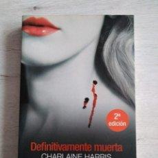 Libros de segunda mano: SAGA TRUE BLOOD. DEFINITIVAMENTE MUERTA. CHARLAINE HARRIS.. Lote 207477935
