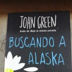 Libros de segunda mano: JOHN GREEN: BUSCANDO A ALASKA (NOVELA HILARANTE, EMOTIVA, INSPIRADORA Y ABSORVENTE) (BARCELONA, 2016. Lote 210778524