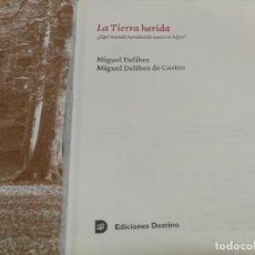 Libros de segunda mano: LA TIERRA HERIDA ¿ QUE MUNDO HEREDARAN NUESTROS HIJOS DE MIGUEL DELIBES 2005 1ª EDICION DESTINO. Lote 215054433