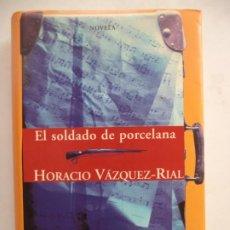 Libros de segunda mano: EL SOLDADO DE PORCELANA HORACIO VAZQUEZ-RIAL EDICIONES B MUY BUEN ESTYADO. Lote 216001625