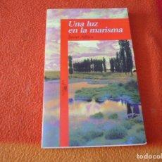 Libros de segunda mano: UNA LUZ EN LA MARISMA ( JAVIER ALFAYA ) ALFAGUARA 1994. Lote 217709815