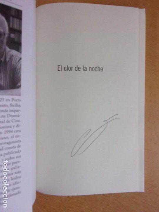 Libros de segunda mano: EL OLOR DE LA NOCHE / ANDREA CAMILLERI / 2019. SALAMANDRA - Foto 2 - 217962510