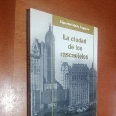 Libros de segunda mano: LA CIUDAD DE LOS RASCACIELOS. EDUARDO CRIADO. RÚSTICA. BUEN ESTADO. DIFICIL. Lote 218128130