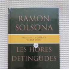 Libros de segunda mano: LES HORES DETINGUDES - (PRECINTADO!!!) - RAMON SOLSONA - COL. GE- BIBLI GRANS PREMIS - PJRB. Lote 218749440