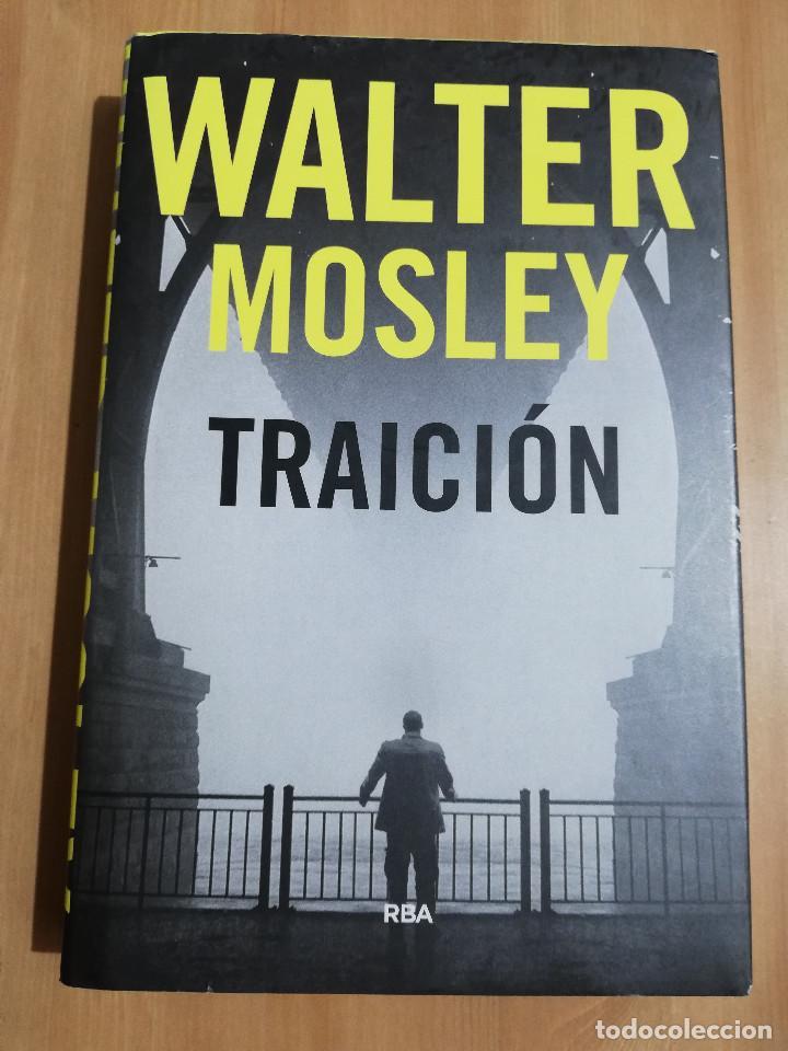 TRAICIÓN (WALTER MOSLEY) (Libros de Segunda Mano (posteriores a 1936) - Literatura - Narrativa - Otros)