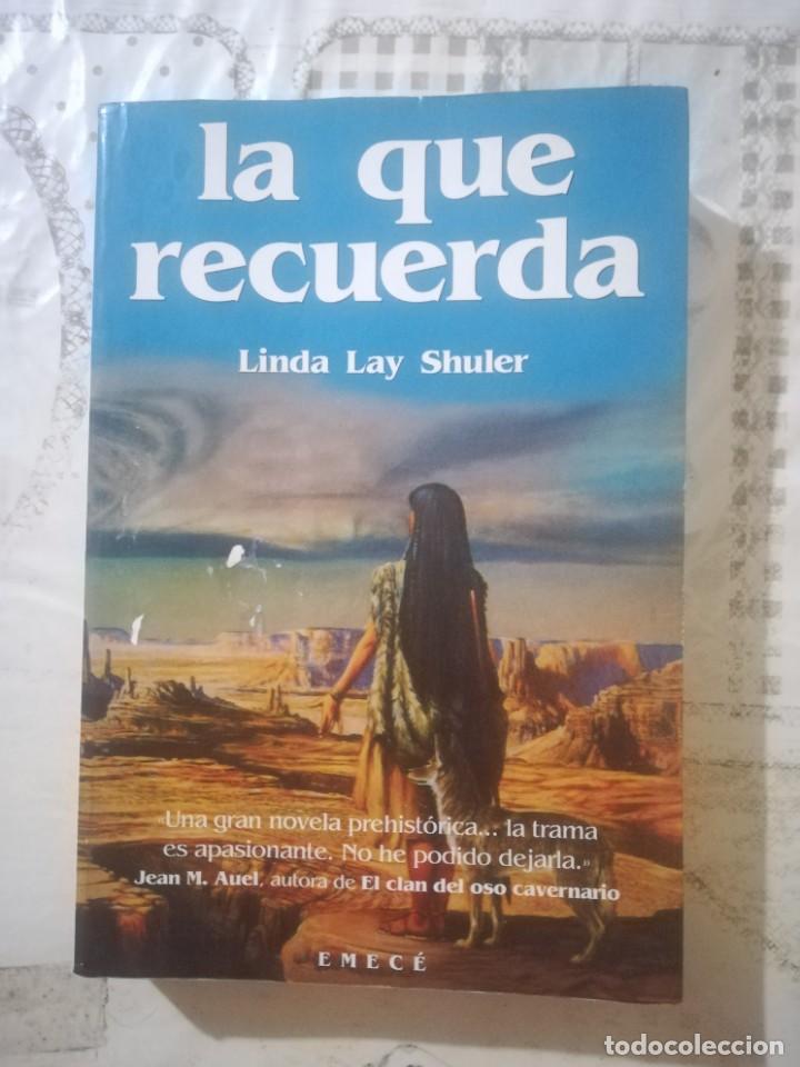 LA QUE RECUERDA - LINDA LAY SHULER (Libros de Segunda Mano (posteriores a 1936) - Literatura - Narrativa - Otros)