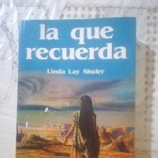 Libros de segunda mano: LA QUE RECUERDA - LINDA LAY SHULER. Lote 246356685
