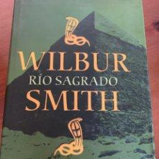 Libros de segunda mano: RÍO SAGRADO - WILBUR SMITH. Lote 221580328