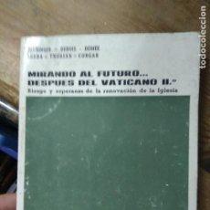 Libros de segunda mano: MIRANDO AL FUTURO... DESPUÉS DEL VATICANO II. L.20558-248. Lote 221591567
