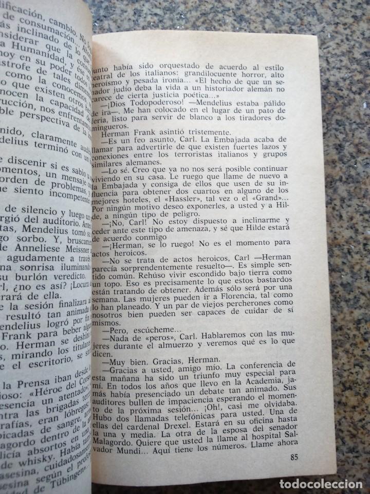 Libros de segunda mano: LOS BUFONES DE DIOS -- MORRIS WEST -- PLAZA & JANES 1983 -- - Foto 2 - 221712026