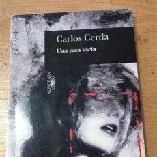 Libros de segunda mano: UNA CASA VACIA, CARLOS CERDA, ALFAGUARA. Lote 221890588