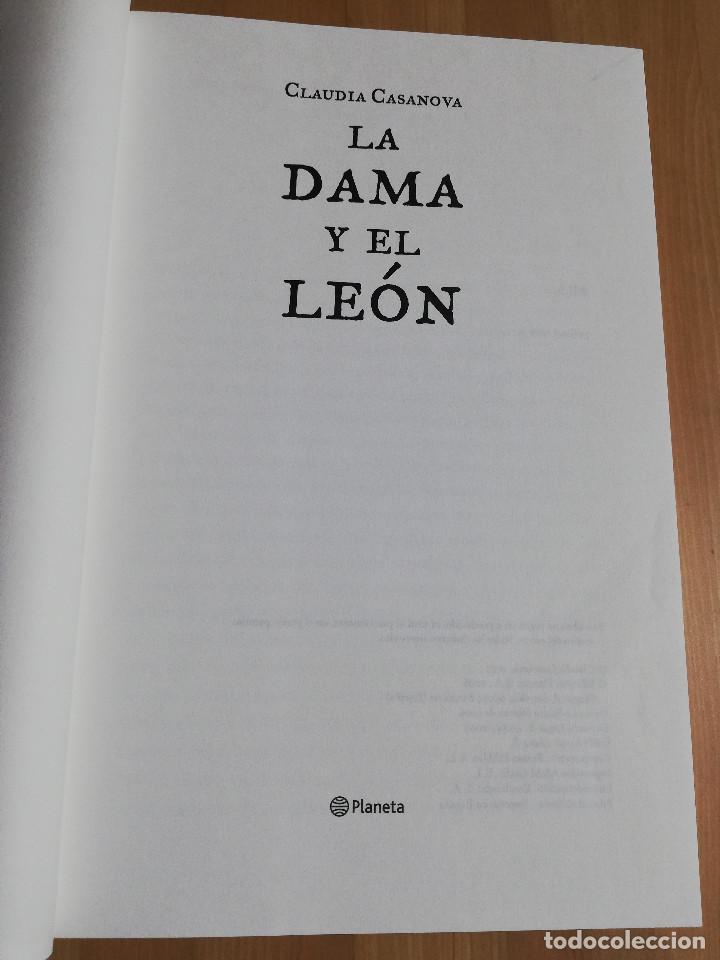 Libros de segunda mano: LA DAMA Y EL LEÓN (CLAUDIA CASANOVA) - Foto 2 - 223409678