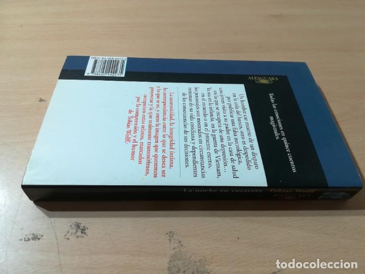 Libros de segunda mano: LA NOCHE EN CUESTION / TOBIAS WOLFF / ALFAGUARA / ZESQ501 - Foto 2 - 225862375