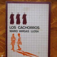Libros de segunda mano: LOS CACHORROS. MARIO VARGAS LLOSA. Lote 235215515