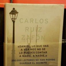 Libros de segunda mano: CARLOS RUIZ ZAFÓN - LA SOMBRA DEL VIENTO. Lote 236154095