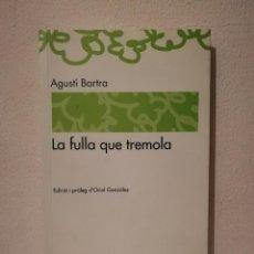 Libros de segunda mano: LIBRO - LA FULLA QUE TREMOLA - VARIOS - EN CATALAN - AGUSTÍ BARTRA. Lote 236275075