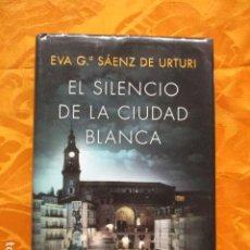 Libros de segunda mano: EL SILENCIO DE LA CIUDAD BLANCA. - GARCÍA SÁENZ DE URTURI, EVA.. Lote 236277040