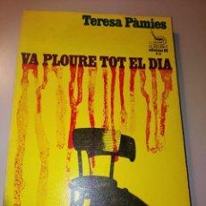 Libros de segunda mano: VA PLOURE TOT EL DIA. TERESA PÀMIES. Lote 237546900