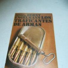 Libros de segunda mano: LOS TRAFICANTES DE ARMAS. BERNT ENGELMANN. 1972. ALIANZA EDITORIAL. RÚSTICA. 205 PÁGINAS. Lote 237622350