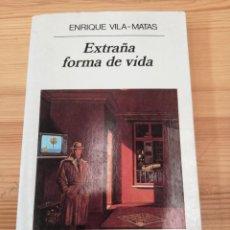 Libros de segunda mano: EXTRAÑA FORMA DE VIDA, ANAGRAMA 1997, LIBRO. Lote 241016915