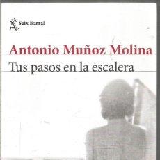 Libros de segunda mano: ANTONIO MUÑOZ MOLINA. TUS PASOS EN LA ESCALERA. SEIX BARRAL. PRIMERA EDICION. Lote 243844380