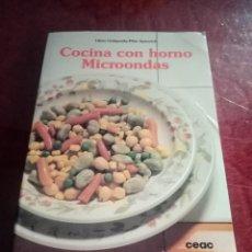 Libros de segunda mano: LOTE 350, COCINA CON HORNO MICROONDAS CEAC. Lote 243883165