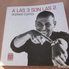 Libros de segunda mano: A LAS 3 SON LAS 2 - CORTÉS GIRÁLDEZ, RODRIGO PRIMERA EDICION. Lote 257455210