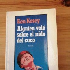 Libros de segunda mano: ALGUIEN VOLÓ SOBRE EL NIDO DEL CUCO, BIBLIOTECA DE BOLSILLO PRIMERA EDICIÓN 1988, LIBRO. Lote 244184430
