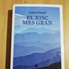 Libros de segunda mano: EL RISC MÉS GRAN (LAURA PINYOL). Lote 247246970