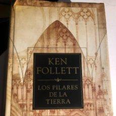 Libros de segunda mano: LOS PILARES DE LA TIERRA DE KEN FOLLET. Lote 248113155