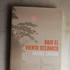 Libros de segunda mano: BAJO EL VIENTO OCEÁNICO. - CARSON, RACHEL.. Lote 254825185