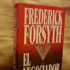 Libros de segunda mano: FREDERICK FORSYTH - EL NEGOCIADOR. Lote 255574350