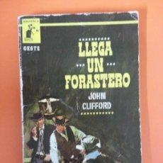 Libros de segunda mano: LLEGA UN FORASTERO - JOHN CLIFFORD - BIBLIOTECA ORO OESTE Nº 8. Lote 261579375