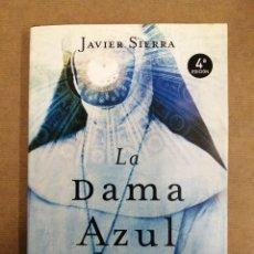 Libros de segunda mano: LA DAMA AZUL. JAVIER SIERRA.. Lote 261579855