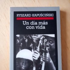 Libros de segunda mano: RYSZARD KAPUSCINSKI UN DIA MAS CON VIDA. Lote 261870065